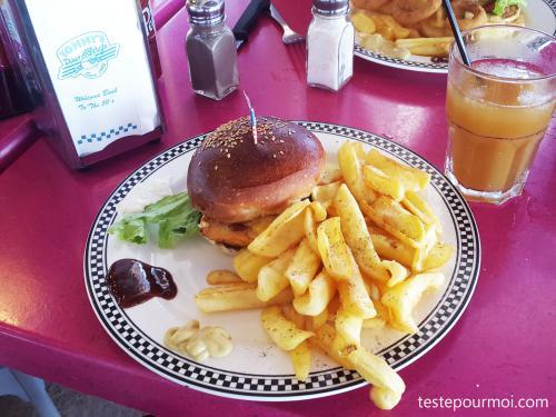 Pause déjeuner au Tommy's Diner-Café de Sainte-Marie